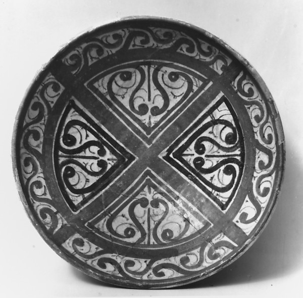 Bowl decorated in the 'Beveled Style'