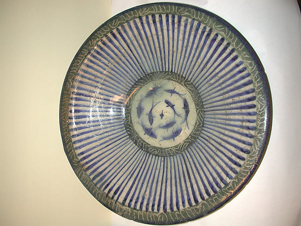 Bowl with Central Fish Motif