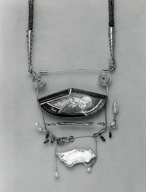 """""""Ghost Oracle"""" Pendant-brooch"""