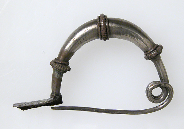 Bow-Shaped Brooch