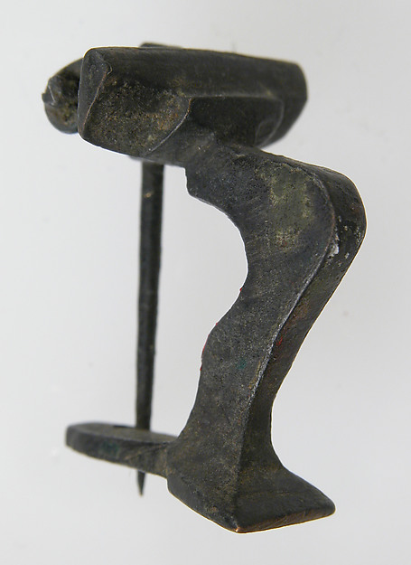 Knee Brooch