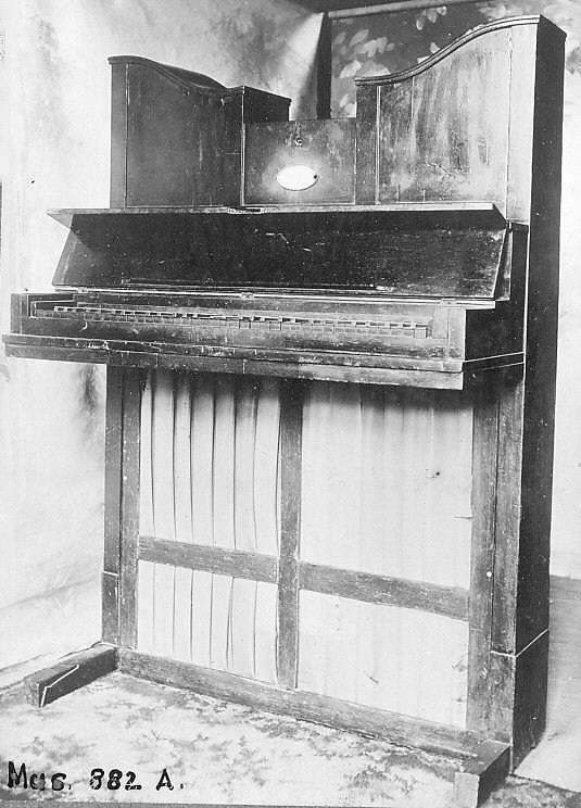 Upright Piano (Ditanaklasis)