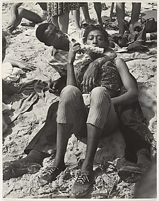 [Beach Scene: Couple Eating Corn on the Cob, Coney Island, New York]