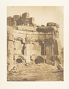 Hémicycle de l'enceinte des Temples, à Baâlbek