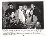 Picasso et Jean Cocteau entourées de Serge Lifar, Luis Miguel Dominguin, Lucia Bose et Jacqueline Picasso, pendent le tournage du