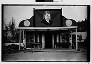 [Roadside Building with Painted Billboard of Franklin Delano Roosevelt on Roof, Southeastern U.S.]