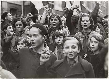 [Socialist Youth Demonstrating]