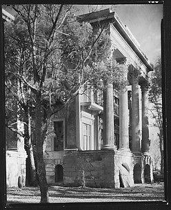 [Right Wing of Belle Grove Plantation House with Tree in Foreground, White Castle, Louisiana]
