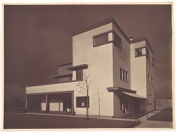 [House Grobel (Haus Grobel), Residence of Dr. Emil Grobel, built 1926–27. Architect: Hans Heinz Lüttgen.]