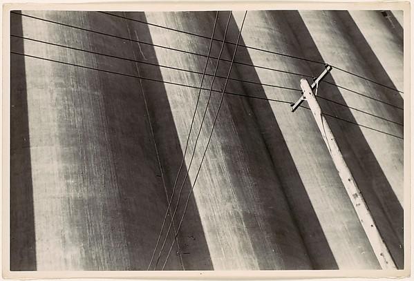 [Buffalo Grain Elevators with Tension Wires]