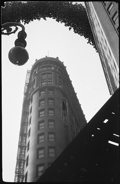 [Flatiron Building, Seen from Below, New York City]