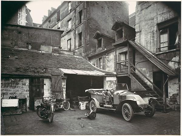 Cour, rue de Valence