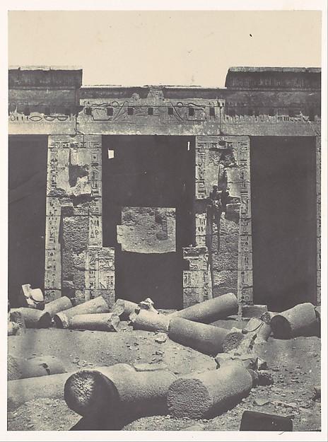 Thebes. Médinet-Habou. Partie orientale du Péristyle du Palais de Ramsès-Méiamoun