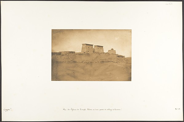 Vue des Pylones du Temple Khons et d'une partie du village de Karnac