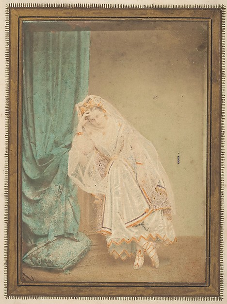 [La Comtesse in robe de piqué or as Judith (?)]