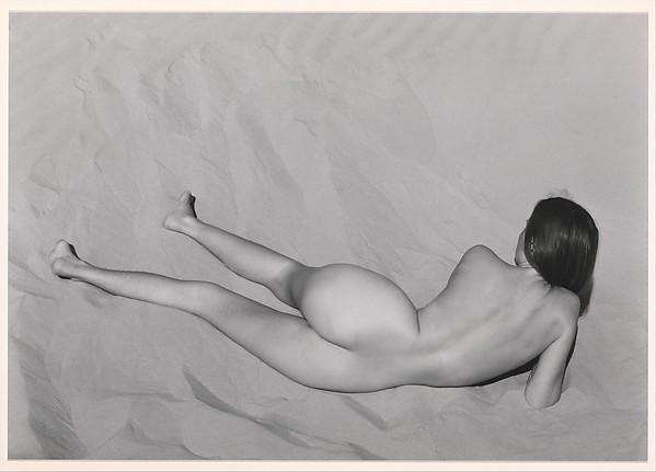 Nude on Sand, Oceano