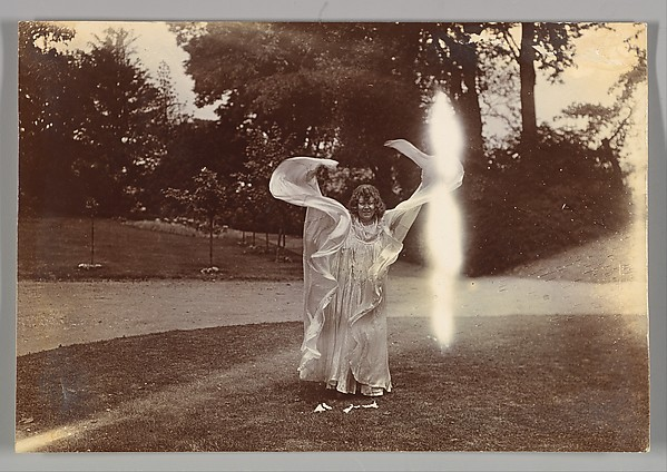 Loie Fuller Dancing