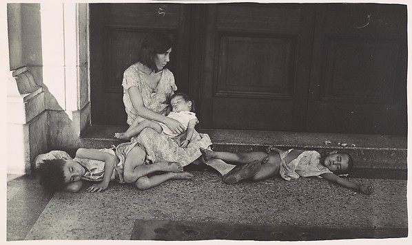 [Mother and Children in Doorway, Havana]
