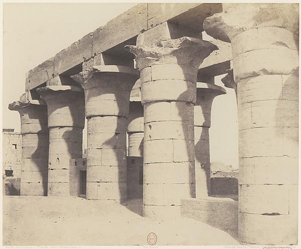 Louksor (Thèbes).  Construction Centrale - Grande Colonnade
