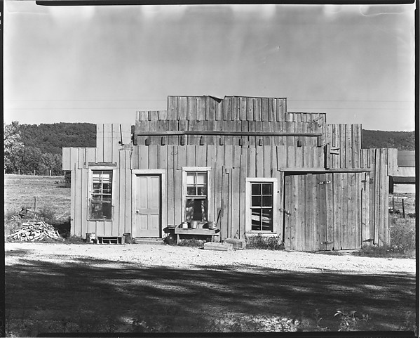 [Wooden Farm Building, Tennessee]