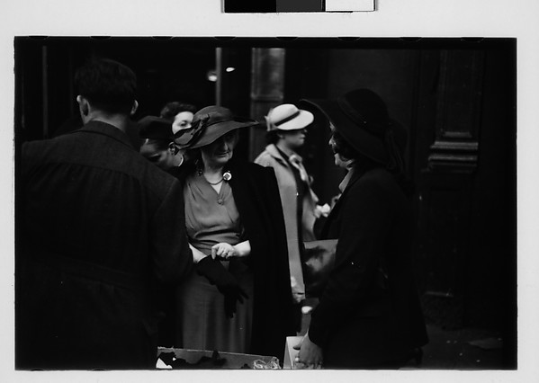 [Sidewalk Shoppers Outside Klein's Department Store, Union Square, New York City]