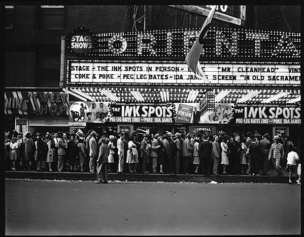 "[Queue at ""Oriental"" Theatre, Chicago, Illinois]"