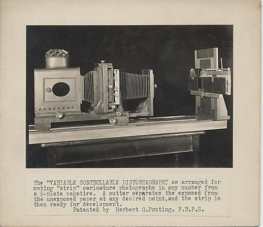 [Two photographs of the Variable Controllable Distortograph]