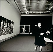 [Woman in a Gallery, Metropolitan Museum of Art]
