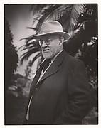 """Henri Matisse à Saint-Paul de Vence dans le jardin de la Villa """"Le Rêve"""""""