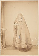 [La Comtesse in Hat with Veil and Cape with Fringe, Serie à la Ristori]