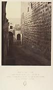 VIIIe Station. Jésus console les filles de Jérusalem. Ici encore une simple marque faite sur le fut d'une colonne encastrée dans le mur indique la station.