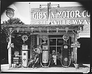 [Gibson Motor Company Gas Station with Attendant Leaning on Pump, Reedsville, West Virginia]