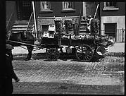 [Horse-Drawn Fruit Vendor's Wagon, New York City]