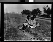 [Children on Levee, Vicinity New Orleans, Louisiana]
