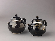 covered teapot or wine pot