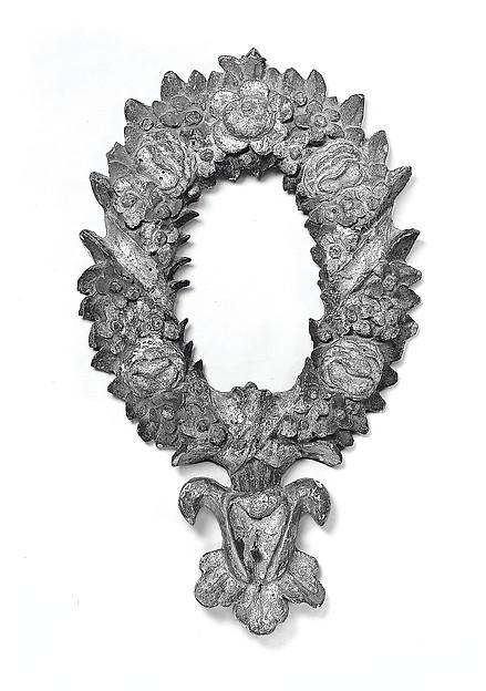 Palatina-style oval frame