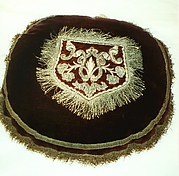 Pocket (sewn onto center of round cushion)