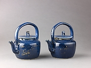 Covered teapot or wine pot (pair with 1975.1.1704)