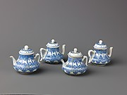 Small covered winepot or teapot (similar to 1975.1.1714, and 1975.1.16-17)