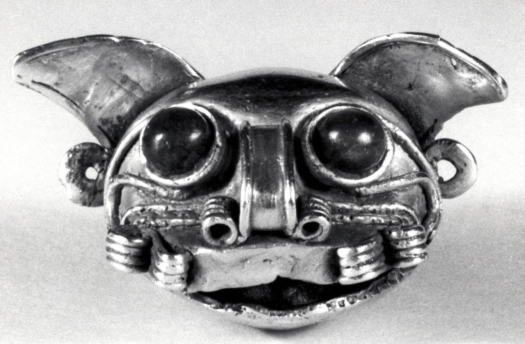 Feline-head pendant.
