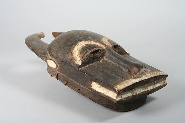 Buffalo Mask (Mblo), Wood, kaolin, fiber, Baule peoples
