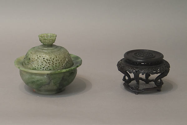 Incense burner with cover, Nephrite, a mixture of pear-leaf-green with rich dark green and light greenish-gray, China