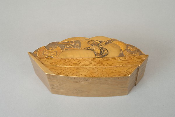 Treasure Boat-shaped Incense Box [Kōgō], Lacquered wood, gold and maki-e lacquer, Japan