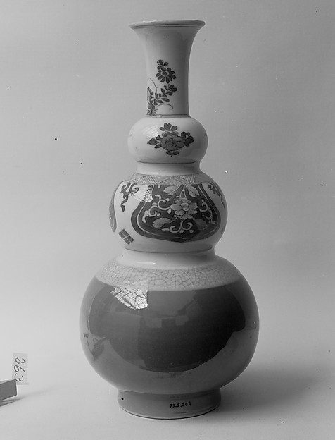 Vase, Porcelain painted in underglaze blue, with crackled and brown glazes, China