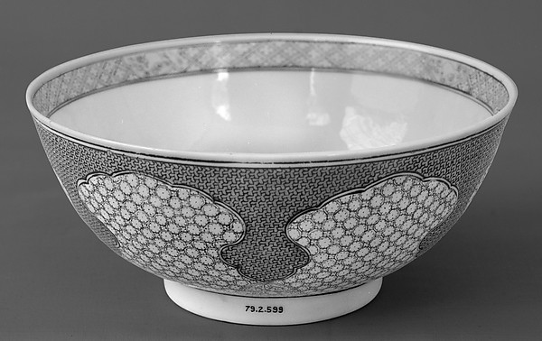 Bowl, Porcelain painted in overglaze famille rose enamels, China