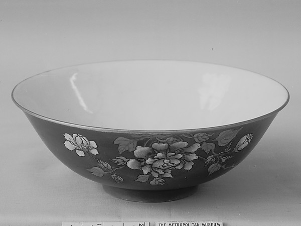 Bowl, Porcelain painted in overglaze polychrome enamels aqainst an iron-red glaze, China