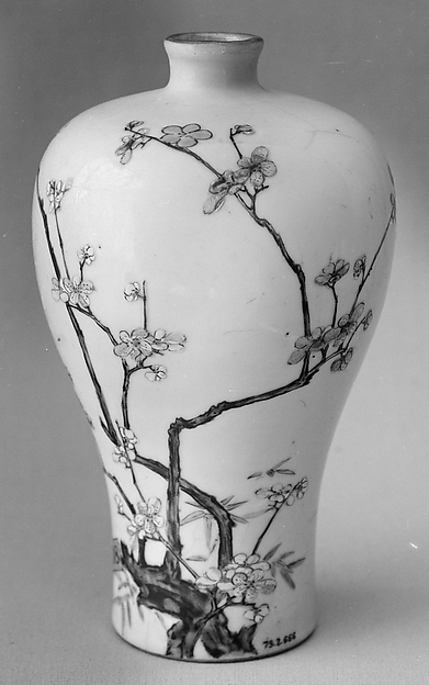 Vase, Porcelain painted in overglaze famille rose enamels, China