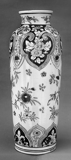 Vase, Porcelain painted in overglaze famille verte enamels, China