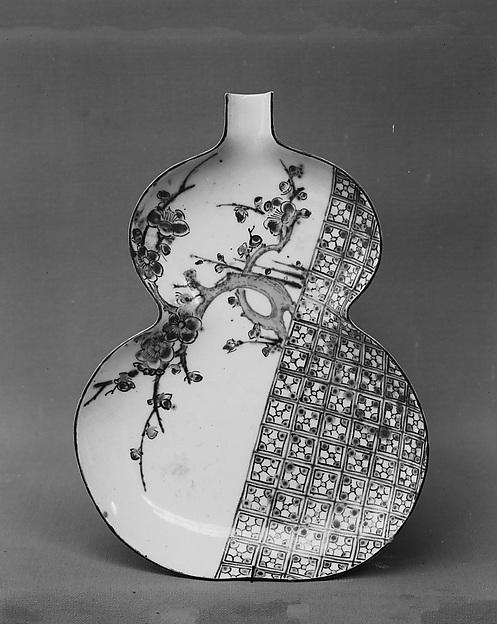 Cake Dish, White porcelain decorated with blue under the glaze, polychrome enamels (Hizen ware, Kutani type), Japan