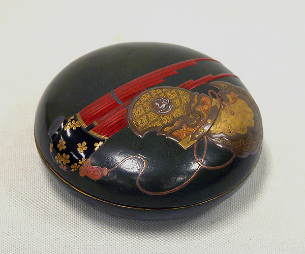 Round Box with Design of Bugaku Dance Hat and Musical Instrument, Yamada Jōkasai (1681–1704), Lacquer on wood with gold, mother-of-pearl inlay, and colored lacquer, Japan
